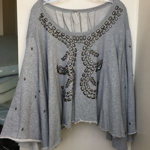 FREE PEOPLE GRAY FLOWY SHIRT